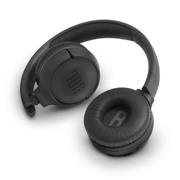 JBL TUNE 560BT - Black - Wireless on-ear headphones - Detailshot 1