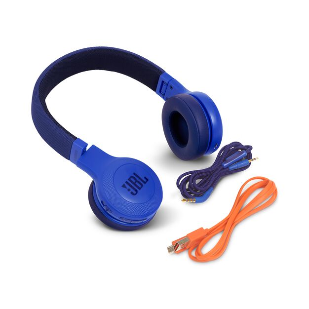 JBL E45BT - Blue - Wireless on-ear headphones - Detailshot 4